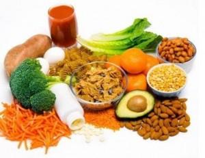 cuidados-en-el-embarazo-Alimentación-e-higiene-ácido-aceites-agua-folico-tubo-neural-alimentación-azucares-bebé-carne-cereales-frutas-grasas-harinas-hipertensión-legumbres-listerosis-osteoporosis-pescado-sales-texoplasmosis-1