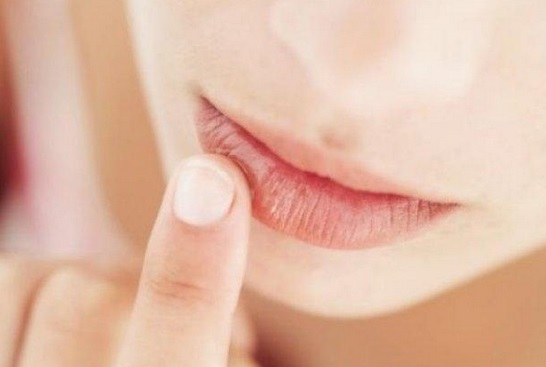 Labios-rojos-perfectos-durante-todo-el-dia-exfoliar-hidratar-labial-iluminador-corrector-humectar-12
