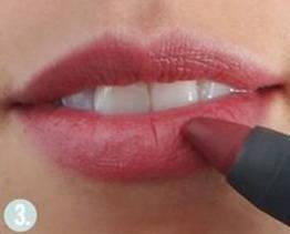 Aumentar-el-volumen-de-los-labios-con-maquillaje-perfilar-iluminador-volumen-3