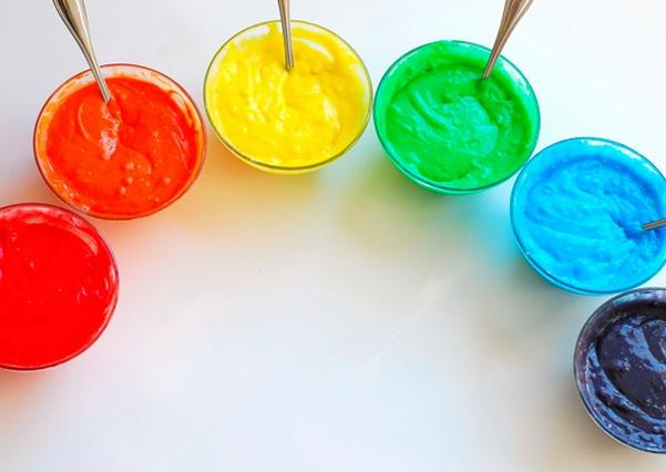 Torta-de-colores-para-los-mas-chicos-colorante-vegetal-bizcochuelo