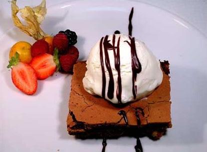 Brownies-con-helado-casero-receta-clasica-postre-crema-de-leche-nueces-chocolate-gelatina-sin-sabor-colapez-2