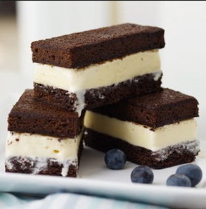 Brownies-con-helado-casero-receta-clasica-postre-crema-de-leche-nueces-chocolate-gelatina-sin-sabor-colapez-4