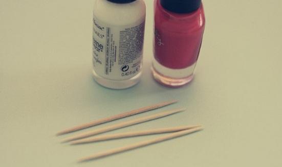 Como-pintar-las-uñas-en-forma-de-corazón-para-San-Valentin-uñas-esmalte-pintura-san-valentin-dia-de-los-enamorados-2