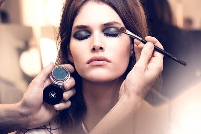 como maquillarse los ojos y aplicar las sombras de ojos