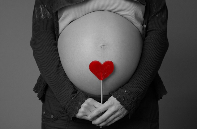 Concebir-el-embarazo-de-una-manera-rápida-y-natural-concepción-mamá-bebé-