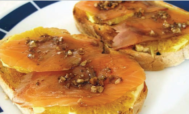 Tostadas-de-salmón-y-naranja-comida-italiana